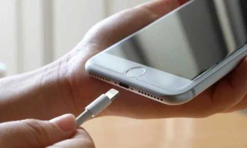 iPhone'lar Lightning'e veda etmek zorunda kalabilir
