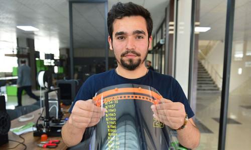 Korona virüse karşı 3D yazıcılarla siperlik üretimi başladı