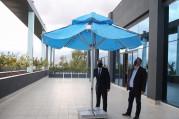 Güneşten elektrik üreten şemsiyeler gelecek yaz plajlarda olacak