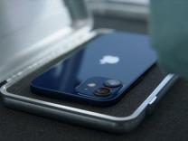 Fransa'da iPhone 12 kutu içeriğine zorunlu olarak EarPods ekledi