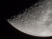 Bilim insanları Ay'da yaşam olabileceğini açıkladı