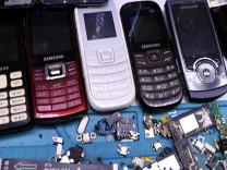Tuşlu telefonlara rağbet arttı: Stoklar tükendi!