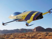 Uçan yarış otomobili tanıtıldı