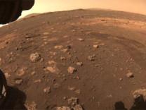 NASA: Mars'ta bilinenden çok daha fazla su bulunuyor