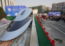 Çin raylara değmeden 600 km hızla giden trenini tanıttı