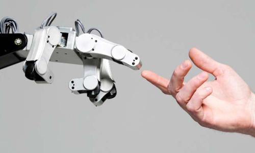 Robot refakatçiler geliyor