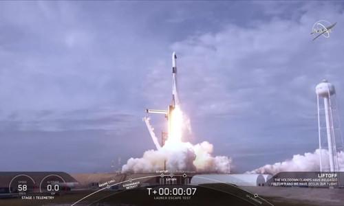Uzaya bir adım daha! SpaceX'in acil durum kaçış testi başarılı