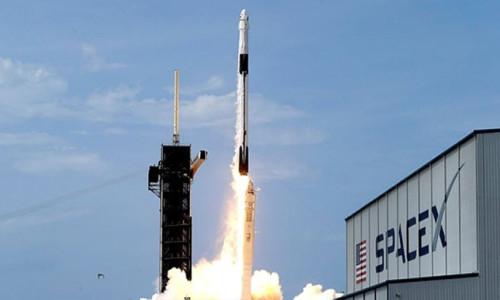 SpaceX'in Crew-1 istasyona başarıyla kenetlendi