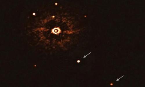 İlk kez güneş benzeri bir yıldız, çevresindeki gezegenler ile birlikte fotoğraflandı