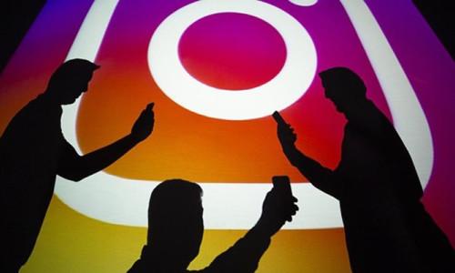 Instagram, hikayeler Reels'te altyazı çıkartmaları test ediyor