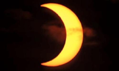 Kuzey yarımkürede, halkalı güneş tutulması başladı