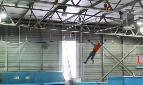 Örümcek Adam gibi ağ atarak uçmayı başardı