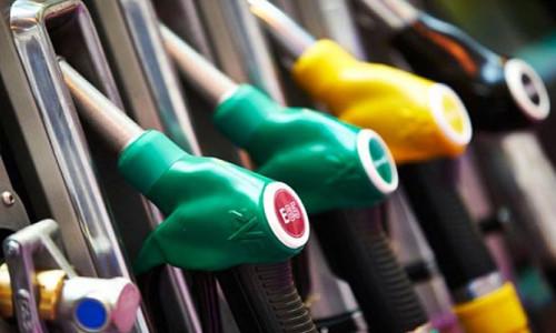 Robotik pompacılar benzin dolduruyor